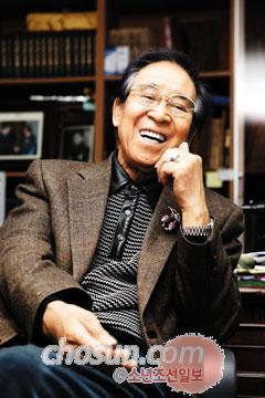 """류근철 박사는 전 재산을 기 부한 후 카이스트 기숙사에 서 학생들과 함께 생활하고 있다. 그는""""기부를 한 후 몸 도, 마음도 가벼워졌다""""고 말했다. /대전=남정탁 기자 jungtak2@chosun.com"""