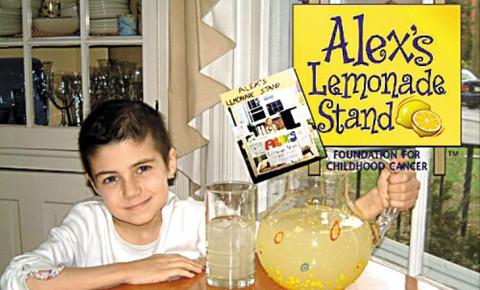 자신과 같은 처지의 소아암 어린이 환자를 돕기 위해 레모네이드를 팔았던 알렉스./ 출처: www.affinitygalleries.com