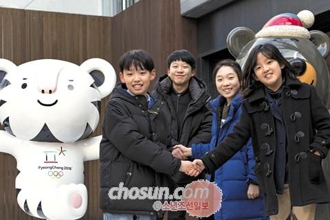 지난 5일 '한반도 통일'에 대한 서로의 생각을 나누기 위해 한자리에 모인 (왼쪽부터)한정우, 박은민, 김보경, 한상아 학생.
