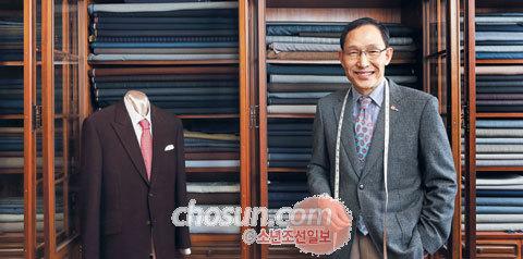 이경주씨는 올해로 102년째 '맞춤 양복'을 제작하고 있는 종로양복점의 3대 대표다.