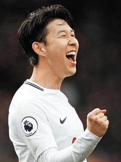손흥민이 12일 본머스와의 원정경기에서 후반 17분 두 번째 골을 터뜨리고 환호하고 있다.