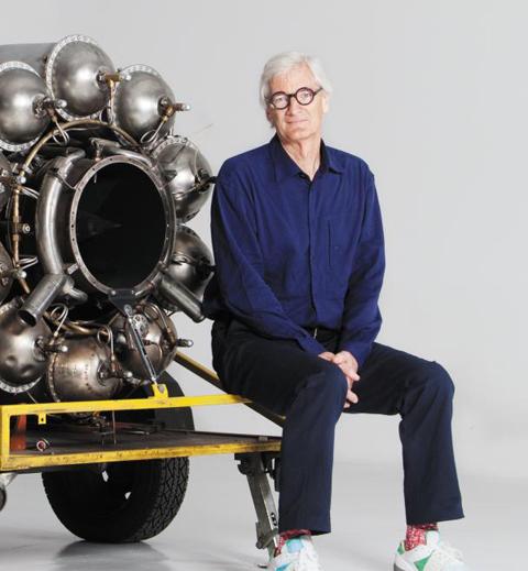 제임스 다이슨(James Dyson)은 영국의 발명가이자 사업가. 혁신적 기능과 디자인으로 주목받는 영국 가전제품 기업 '다이슨(Dyson)'의 설립자다. 런던 왕립미술대학에서 산업디자인을 전공했다. 먼지 봉투 없는 진공청소기 외에도 날개 없는 선풍기, 손의 물기를 순식간에 없애 주는 손 건조기 등 많은 제품을 발명했다./조선일보 DB