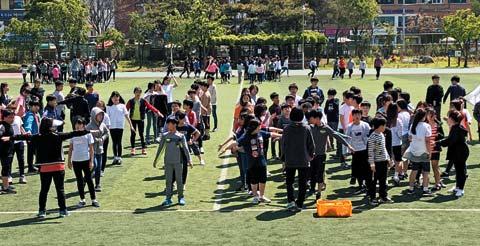 운동회에 참여한 학생들의 모습.