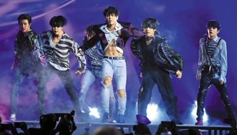 BTS, 한국 가수 최초 美 스타디움서 공연