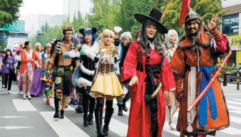 지난해 열린 '제20회 부천국제만화축제'에서 만화 캐릭터로 분장한 코스튬 플레이어들.