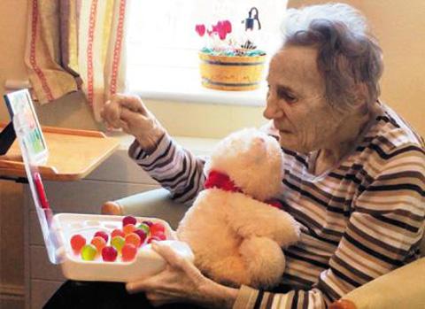 치매 할머니 위한 선물 '수분 보충 젤리' 만든 손자