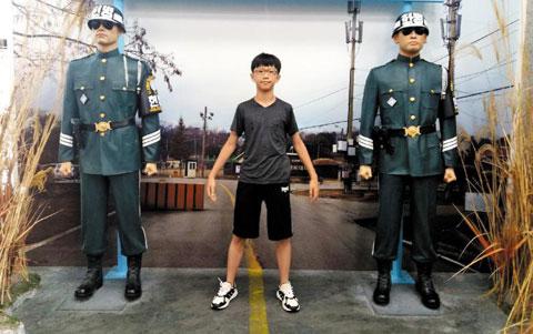 제3땅굴 포토존을 방문한 박경두 명예기자.