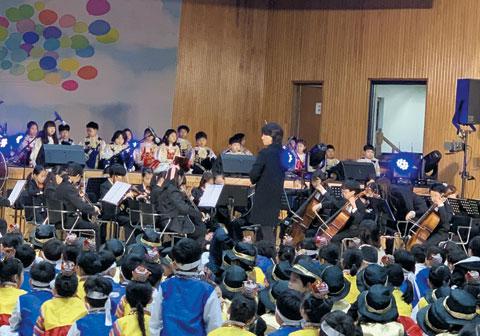 지난달 27일 서울 잠동초등학교에서 잠동 한마음 예술제와 잠동 오케스트라 정기연주회가 열렸다.