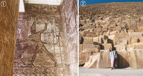 ①아부심벨의 람세스 2세 대신전. 안에 들어가면 왕의 업적을 칭송하는 벽화가 가득하다. 이 그림은 람세스 2세가 적군을 때려잡는 모습을 묘사했다. ② 137m 높이의 쿠푸왕 피라미드. 평균 높이 1m에 폭 2m인 돌을 230만 장이나 쌓아 올렸는데, 이 돌을 모두 운반하려면 7t짜리 트럭이 98만 대 필요하다고 한다.