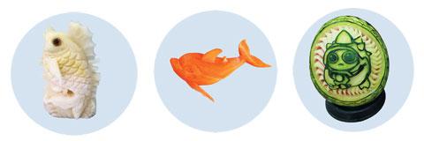 (왼쪽부터) 무로 만든 물고기, 당근 돌고래, 수박에 새긴 캐릭터 '람머스'.